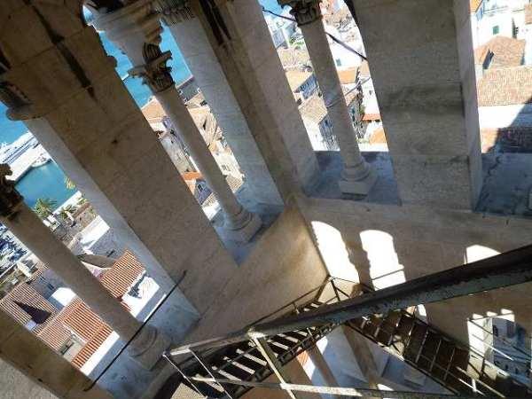 スプリット大聖堂の鐘楼内部の景色