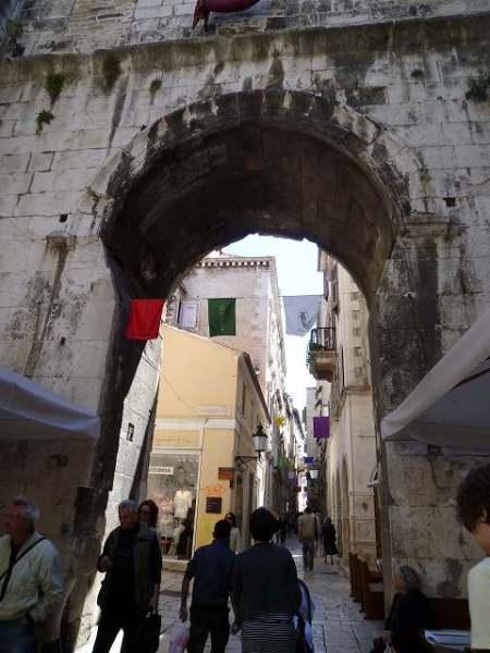 門をくぐって再び旧市街に