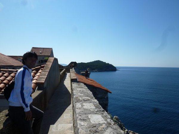 ドブロブニク城壁から見えるアドリア海の景色