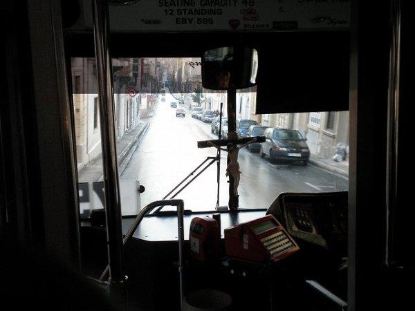 バスでマルタの首都バレッタへ!