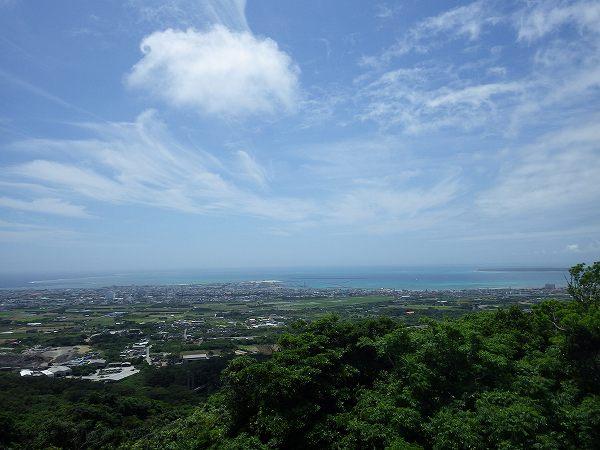 バンナ公園からの景色、向こうには竹富島が…