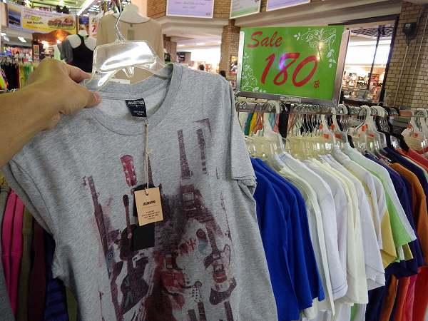 Tシャツがなんと180バーツ:約600円!