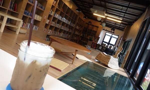 チェンマイのオシャレなカフェ:Librarista:ライブラリスタ