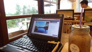 壊れかけのパソコン:海外ノマドカフェ作業