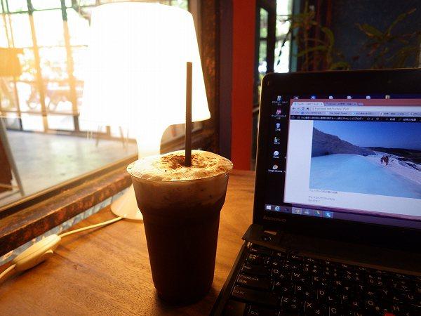 チェンマイのカフェでノマド作業
