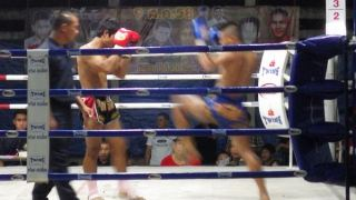 タイ国技ムエタイの試合:inチェンマイ