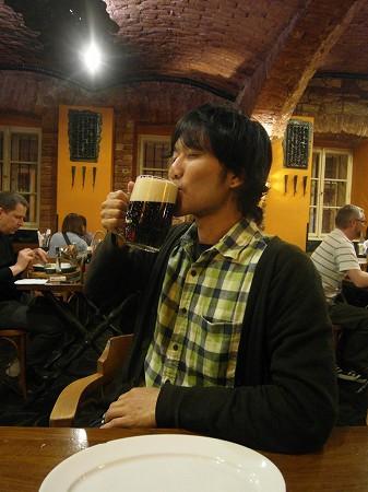 チェコ黒ビール:プラハのパブにて