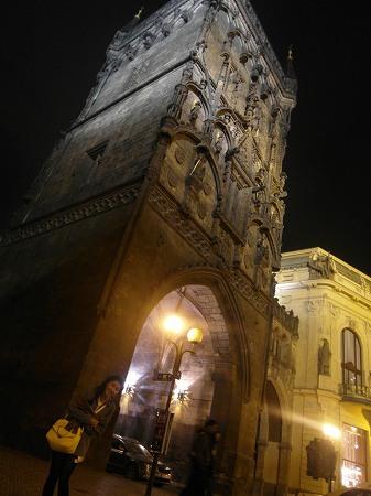 火薬塔:チェコ旧市街への入口
