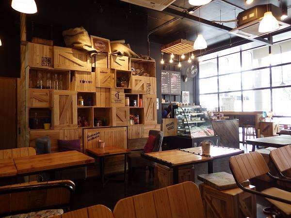 木目を基調としたオシャレなギュギュカフェ:チェンマイ