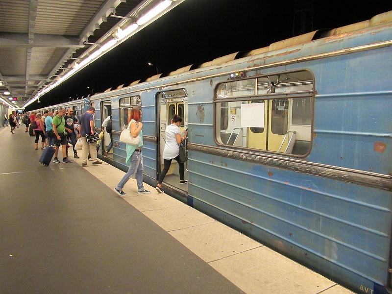 ハンガリーブダペストの空港からバスと地下鉄で中心部へ!