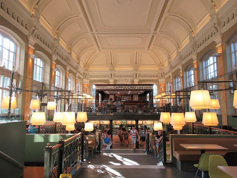 ハンガリーブダペストにある世界一美しいと言われるマクドナルド