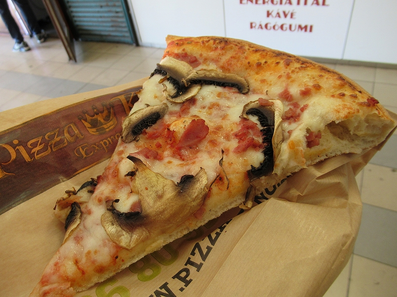 ハンガリーブダペストで食べた安いピザ