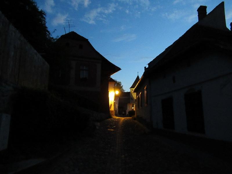 ルーマニア:シギショアラの夜の町並み