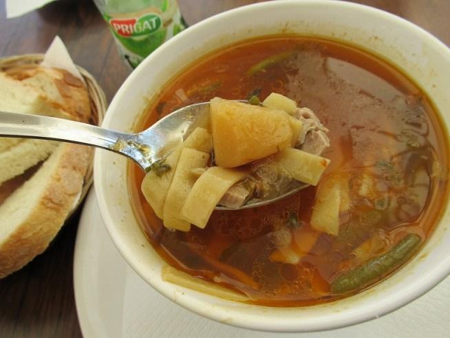 シギショアラのレストランで食べたスープ:ルーマニア旅行