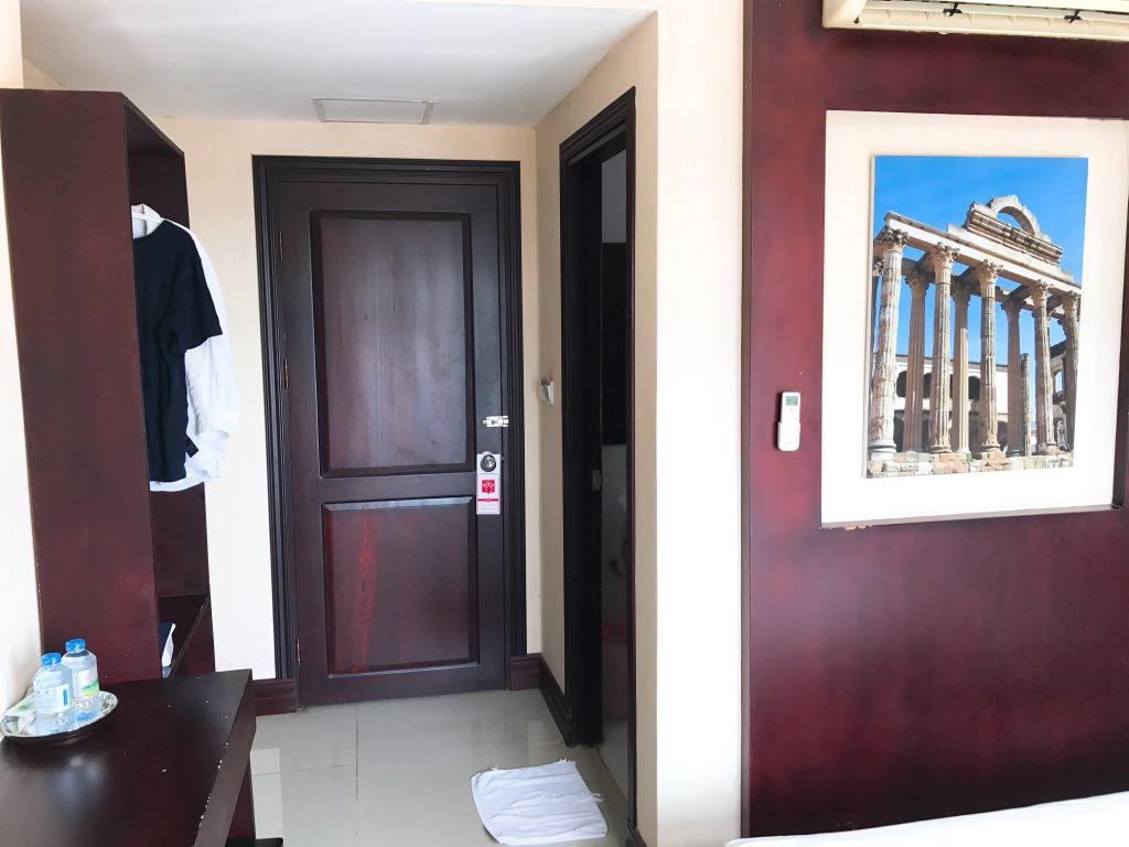 室内はそれほど広くない・ヴィエンチャンのホテル・Vホテル