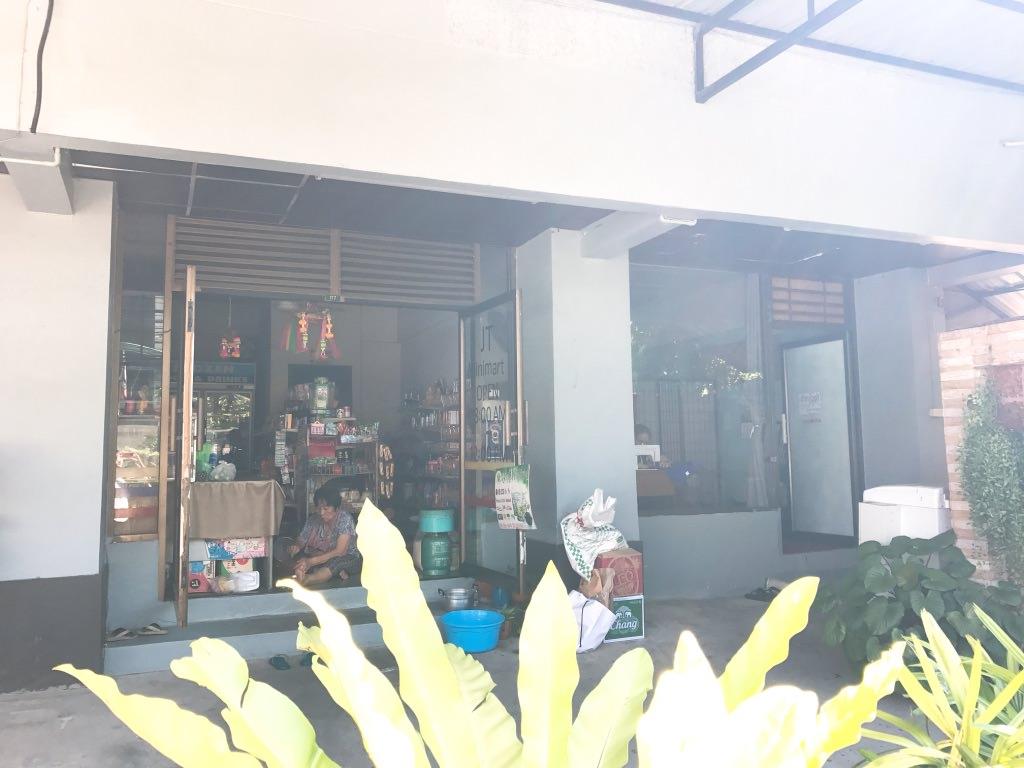 ちょっとした小さなお店も併設:ドンムアン空港近くホテル:エリア69