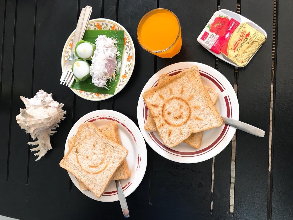 朝食にパンももらえた!グッド9アットホーム