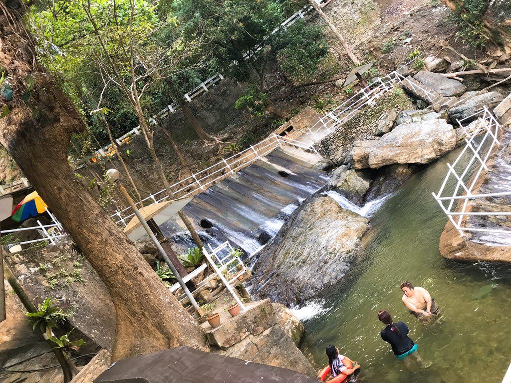 タマラオの滝の滝壺で水遊び・プエルトガレラ