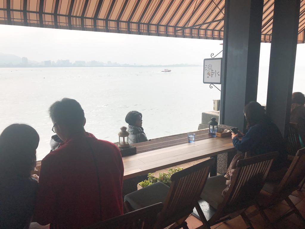 淡水の海の目の前のカフェ