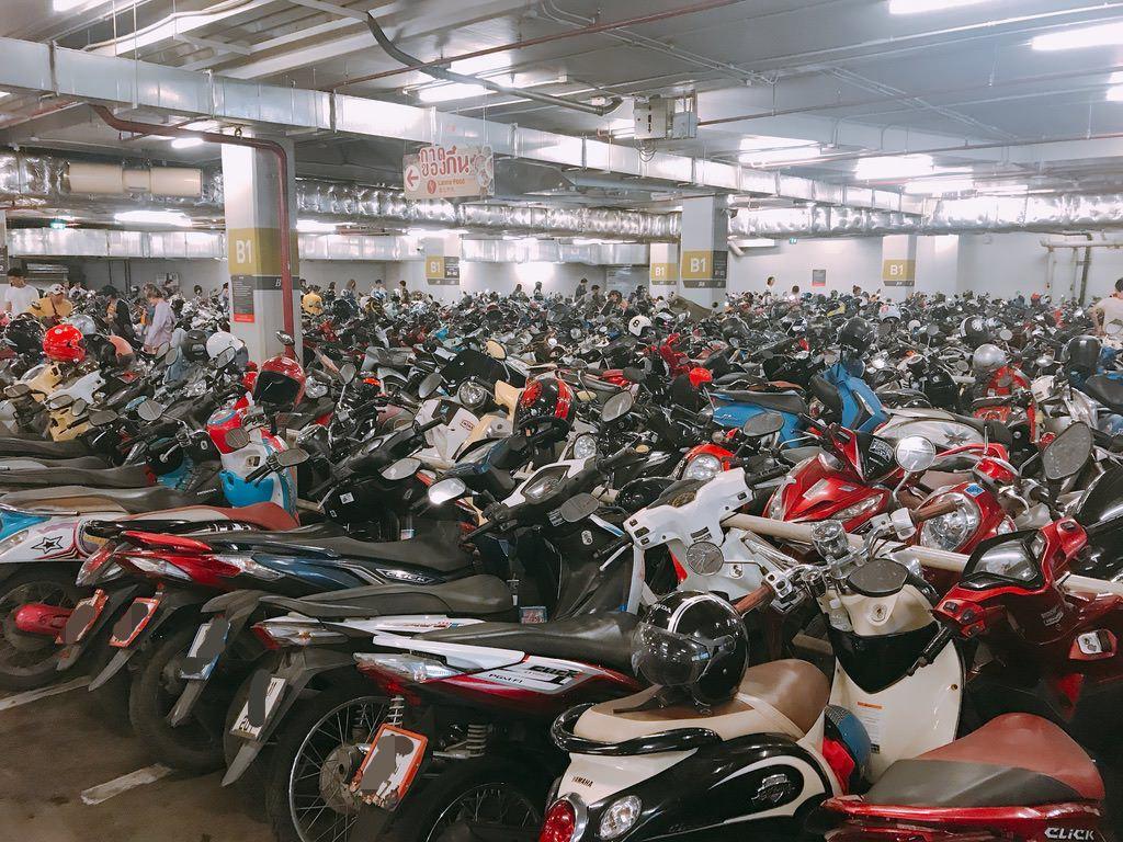 MAYA地下バイク駐車場