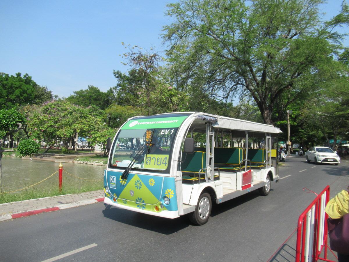 バスで移動:カセサート大学校内の様子・雰囲気