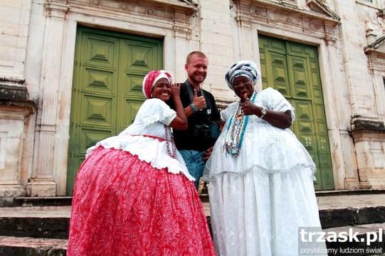 To się nazywa przekuć słabość w przewagę :) Kobiety ubrane w tradycyjne stroje. Salvador de Bahia