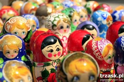 Japońskie matrioszki, w świecie znane jako rosyjskie. Dziś – chińskiej produkcji,
