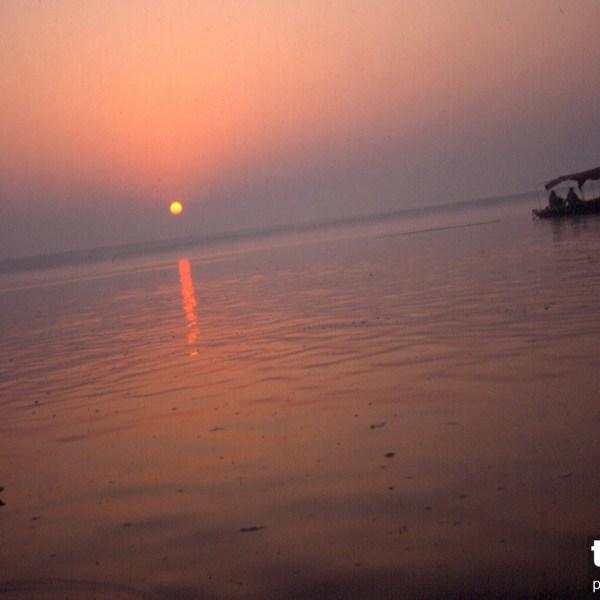 Ganges o wschodzie Varanasi Indie