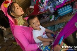 "Padaung tribe village – ""giraffe women"""