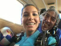 Vanessa Oliveira salta com a Queda Livre