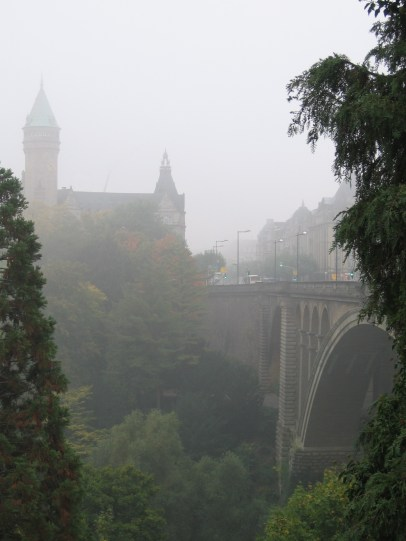 Ködös tájkép