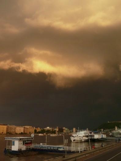 Jön a vihar