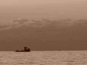 Barna hajó - barna felhő