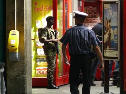 Őrség a Gare du Montparnasse-szon