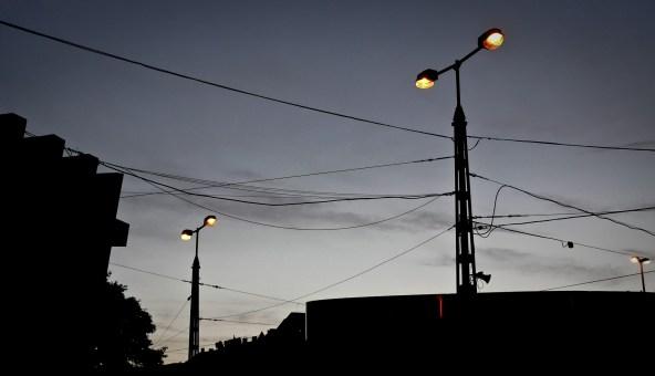 Lámpák drótok este Moszkva tér