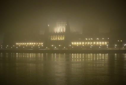 Ködös Parlament