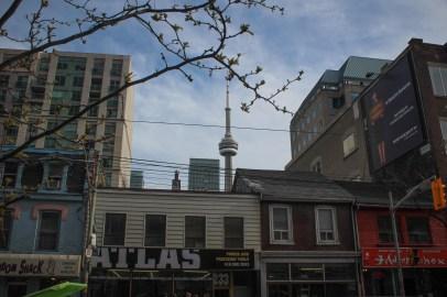 Toronto utcakép toronnyal / Rue de Toronto avec le tour