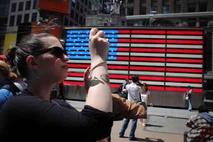 Turista a Time Squaren - Tourist sur Time Square