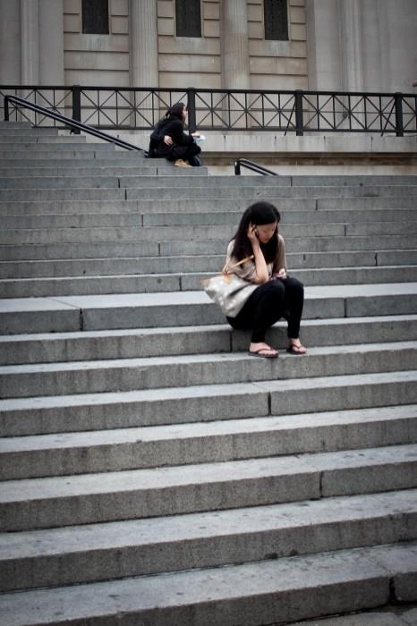 Metropolitan museum lépcsőjén - Sur l'escalier de Musée Metropolitan