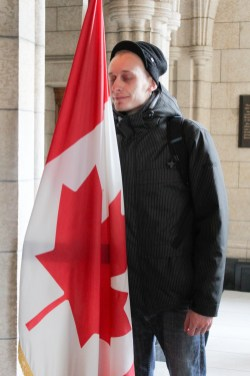 Antony is szereti a kanadai zaszlot / Meme Anthony aime bien le drapeau de Canada