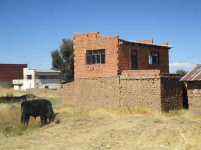 Un premier étage en adobe, le second en brique