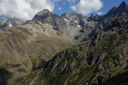 Refuge Chabournéou, au pied du Pic Jocelme