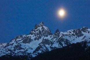 Coucher de Lune sur le Grand Pic de Belledonne