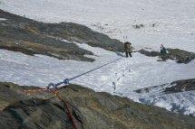 Rappel pour rejoindre le glacier de l'Ane, au pied du col de la Lavey