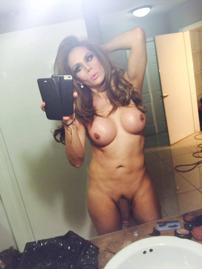 Sofia Sanders selfie