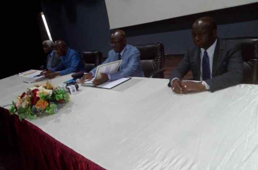 Le ministre Michel Menga en conclave avec les partenaires sociaux