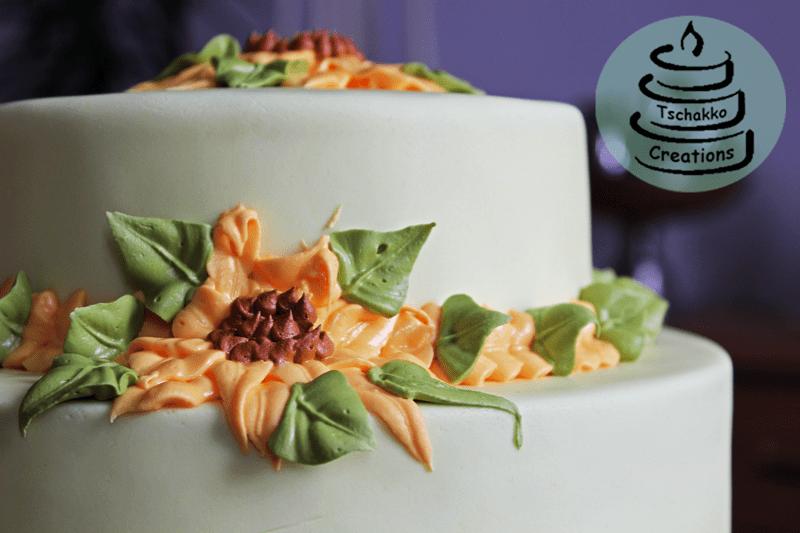 Torte mit Sonnenblumen Nahansicht