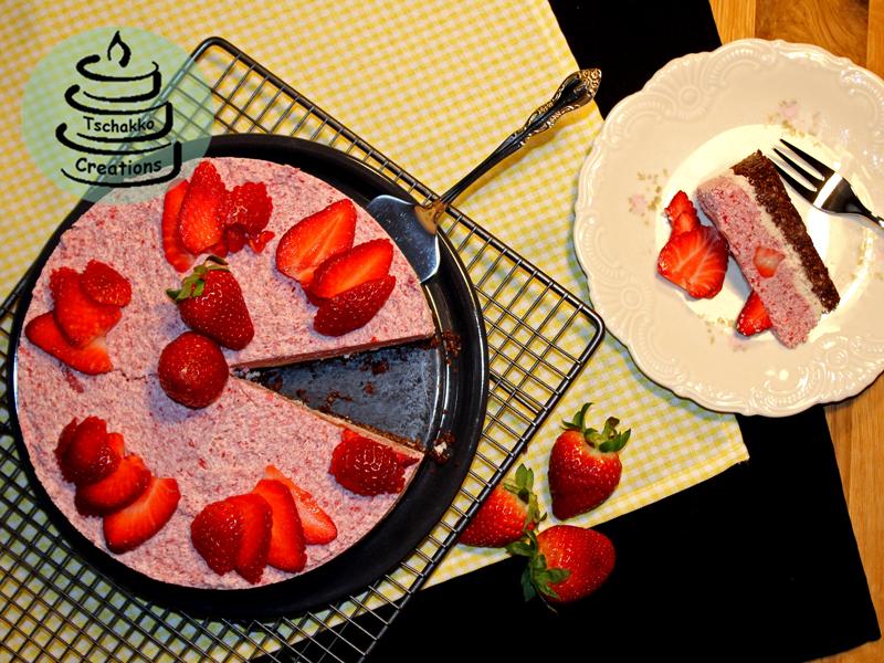 Erdbeer -Nuss-Torte angeschnitten