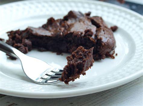 chocolate fudge banana skillet cake vegan paleo happy