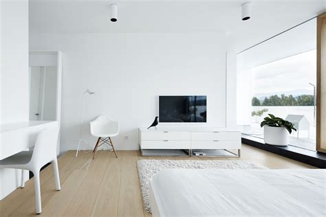 4 ultra luxurious interiors decorated black white
